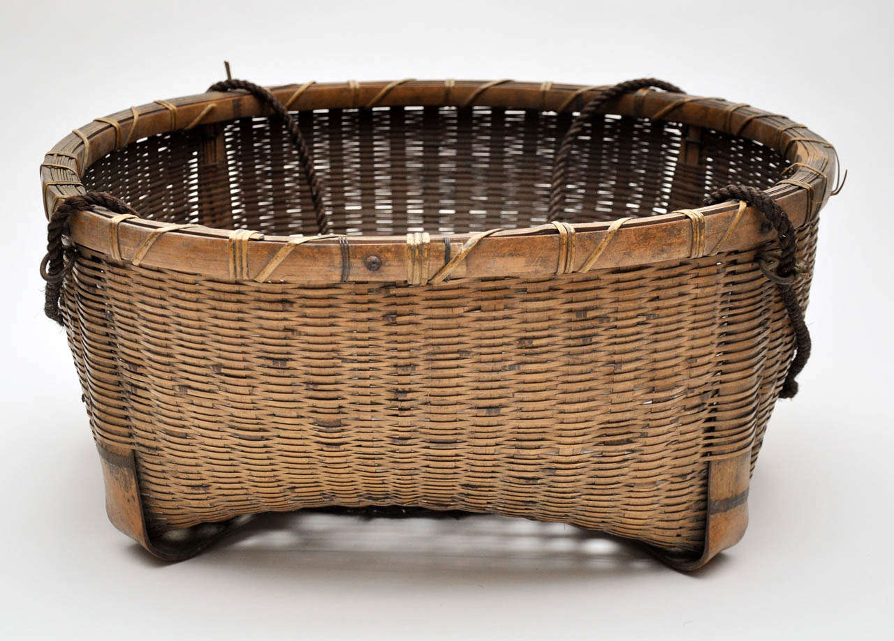 20th Century Japanese Fishing Basket In Good Condition For Sale In Chicago, IL