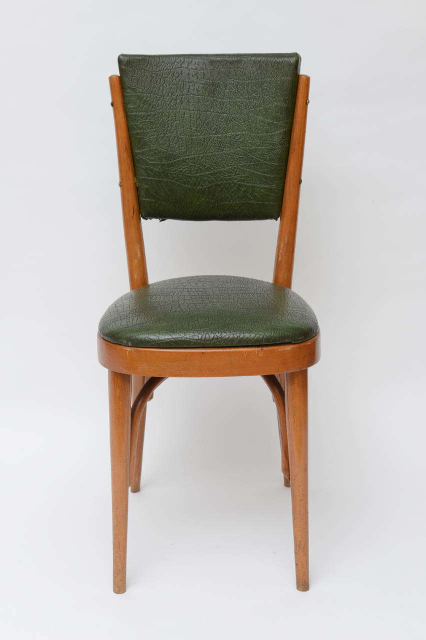Great set of modernist dining or Bistro chairs in wood. Original condition.