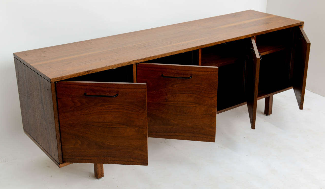 Mid-20th Century Smart Jens Risom Modern Walnut Long Four-Door Credenza Sideboard 1960s For Sale