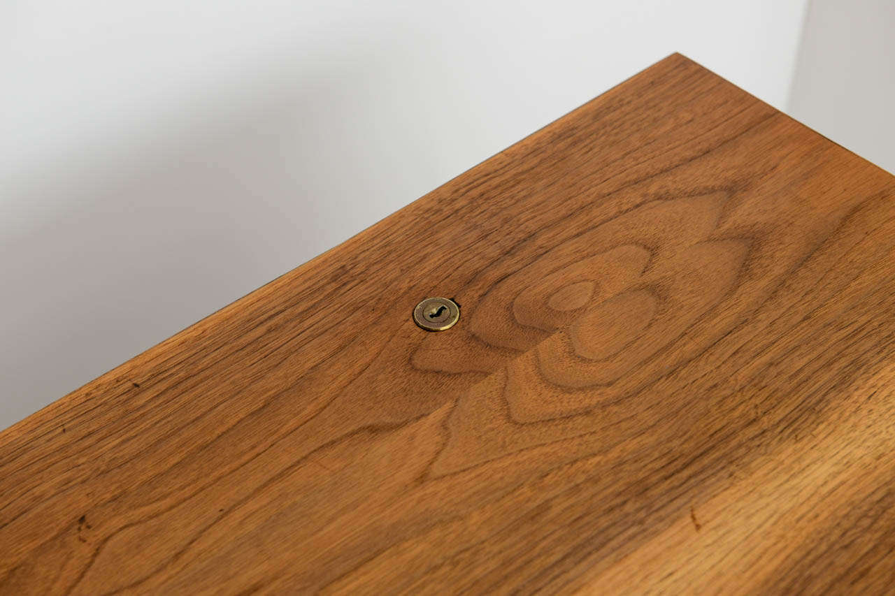 Smart Jens Risom Modern Walnut Long Four-Door Credenza Sideboard 1960s For Sale 1