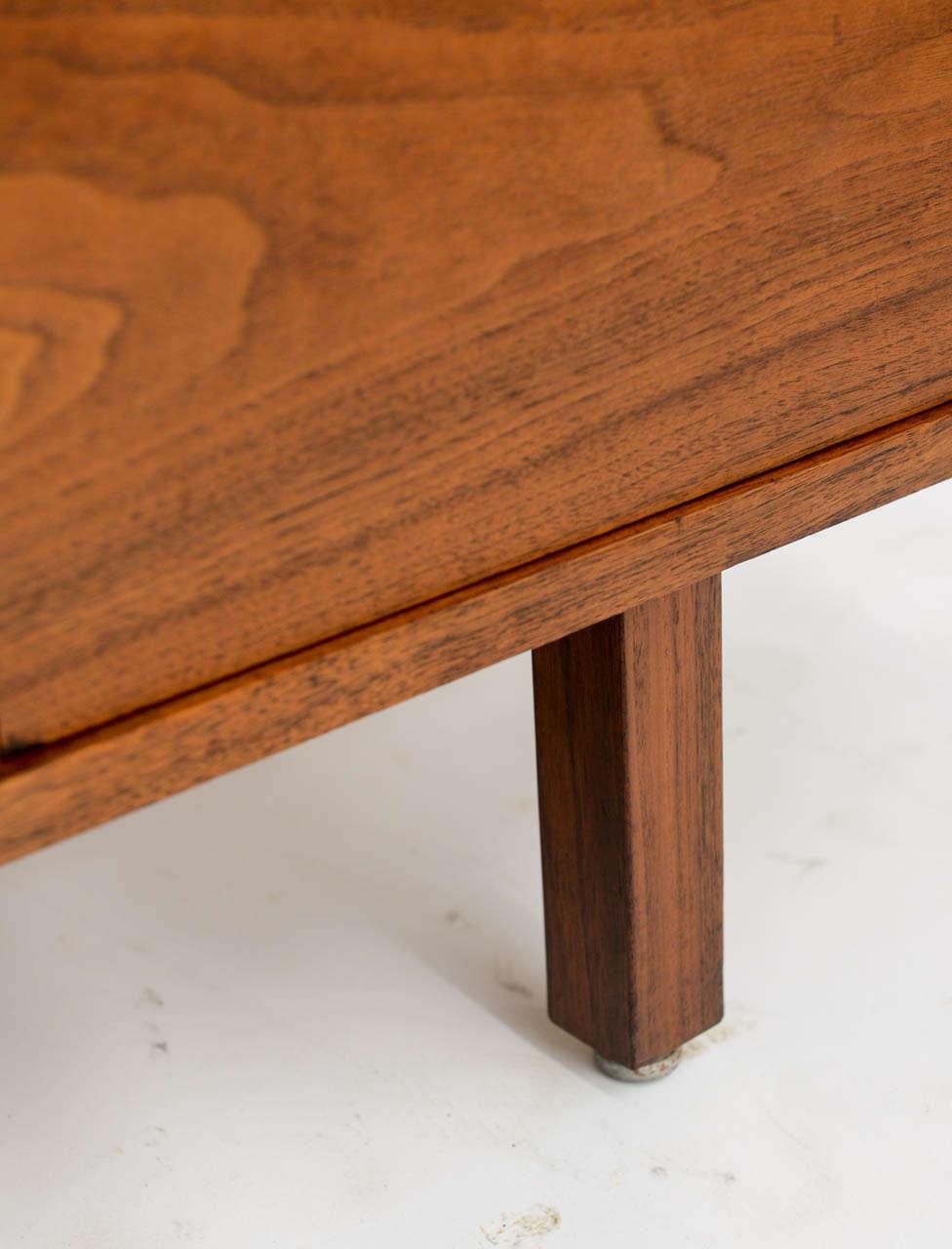 Smart Jens Risom Modern Walnut Long Four-Door Credenza Sideboard 1960s For Sale 2