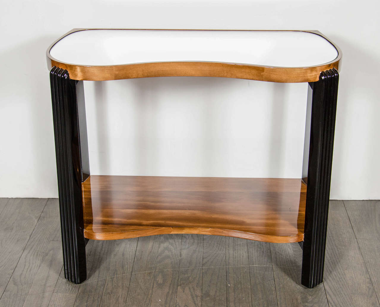 American Art Deco Machine Age Side Table with Streamline Reeded Leg Design For Sale