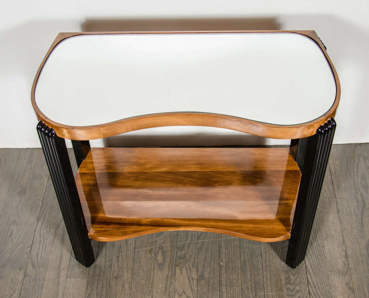 Art Deco Machine Age Side Table with Streamline Reeded Leg Design 4