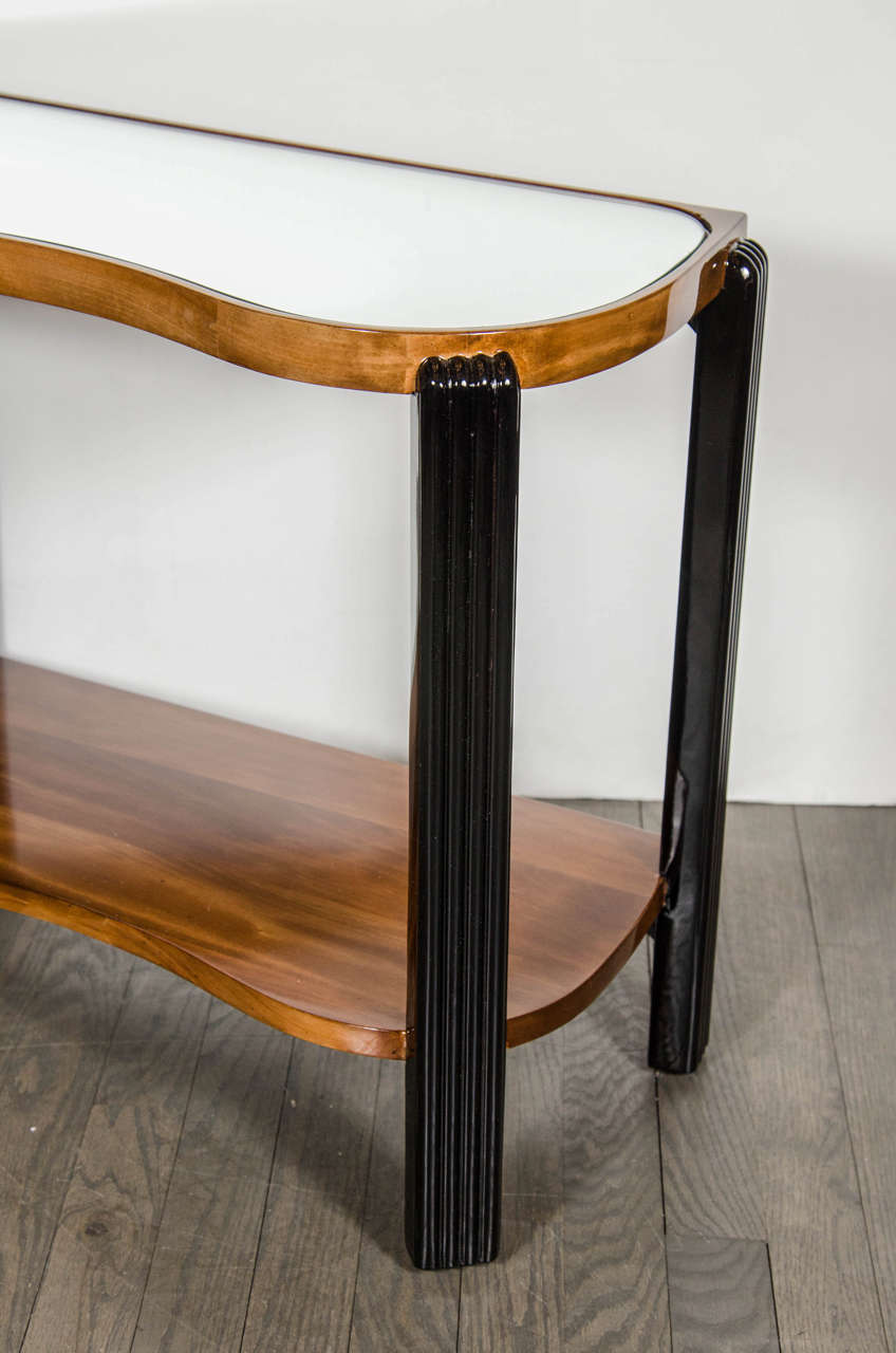 Art Deco Machine Age Side Table with Streamline Reeded Leg Design For Sale 1
