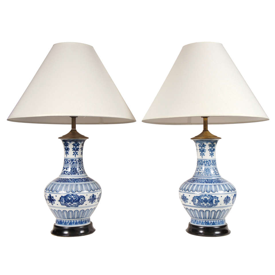 pair of chinese blue and white lamps with stained wood bases at. Black Bedroom Furniture Sets. Home Design Ideas