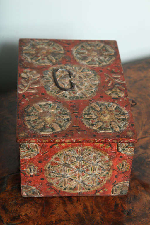 17th Century Painted Folk Art Scandinavian Box In Good Condition For Sale In New York, NY