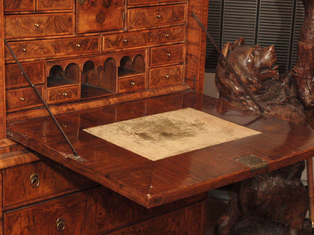 Antique Early 18th Century English Burled Walnut Fall-Front Desk In Good Condition For Sale In New Orleans, LA