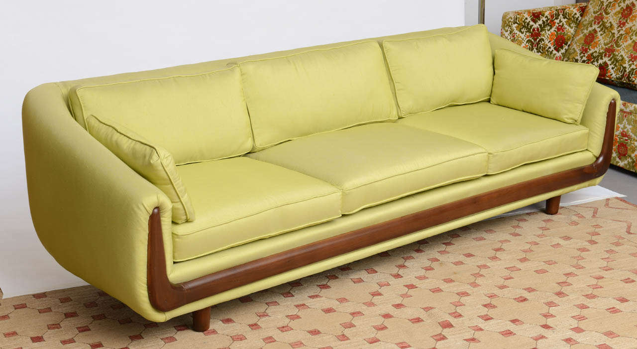 Charmant Mid Century Modern Adrian Pearsall Walnut Trim Couch 1960s For Sale