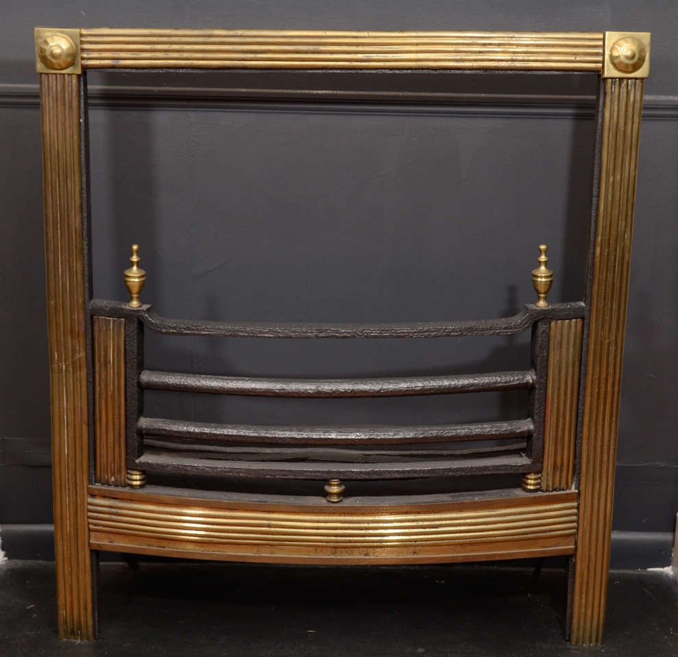 Georgian Mid-19th Century Brass Reeded Fire Grate For Sale