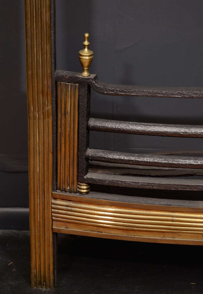 Mid-19th Century Brass Reeded Fire Grate In Excellent Condition For Sale In New York, NY