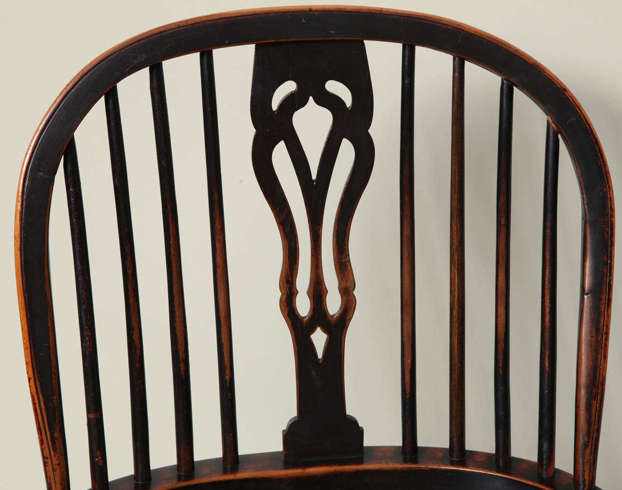 Mid-19th Century English Yew Wood Hoop Back Windsor Armchair For Sale