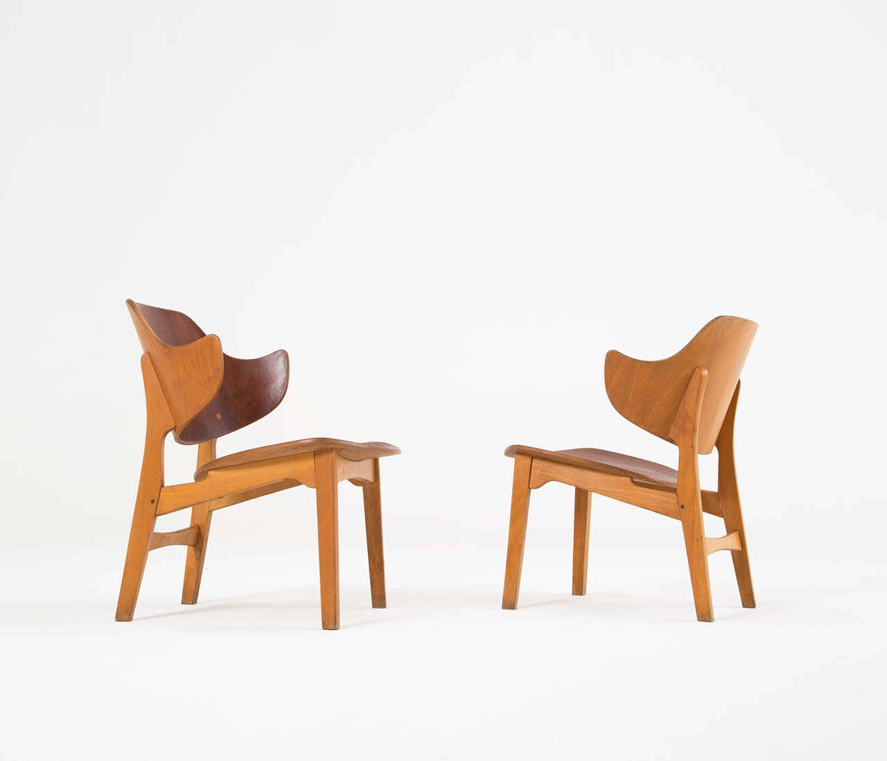 Pair of Plywood Lounge Chairs by Ib Kofod-Larsen In Excellent Condition In Waalwijk, NL