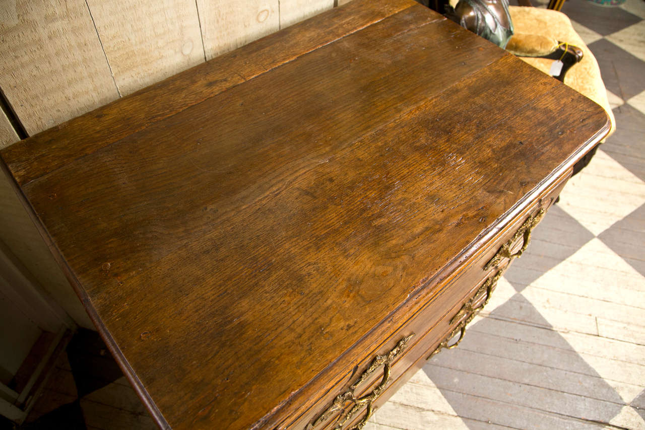 18th Century French Oak 3 Drawer Chest In Good Condition For Sale In Woodbury, CT
