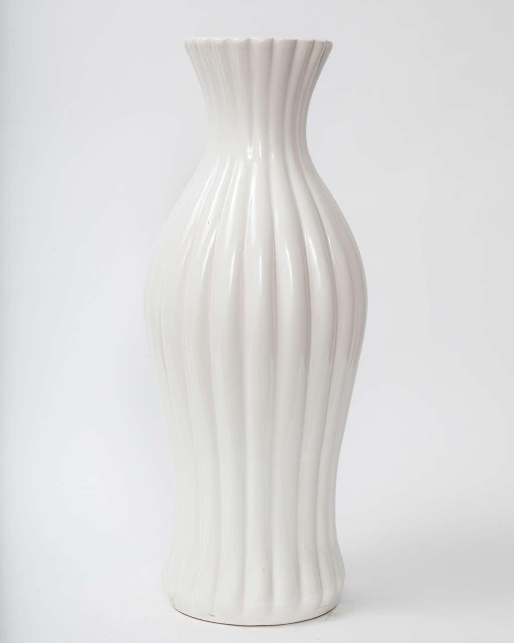 Decorative, midcentury tall vase by Ewald Dahlskog, Sweden, circa 1940.