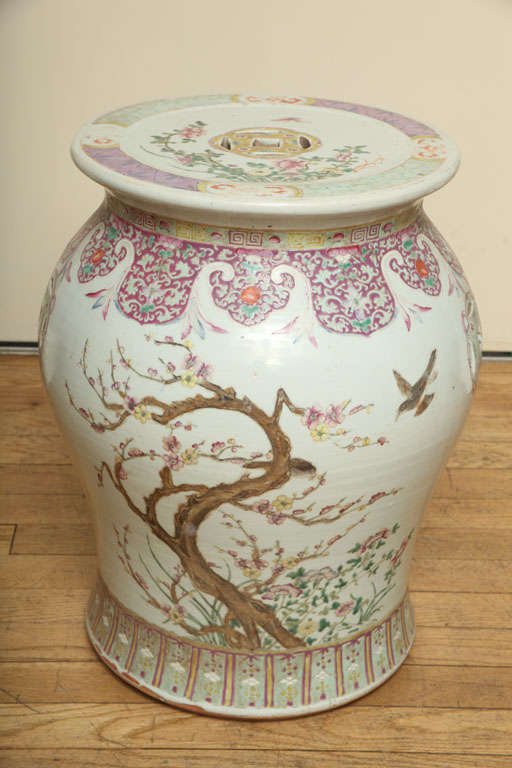 A Pair Of Chinese Porcelain Garden Stools At 1stdibs