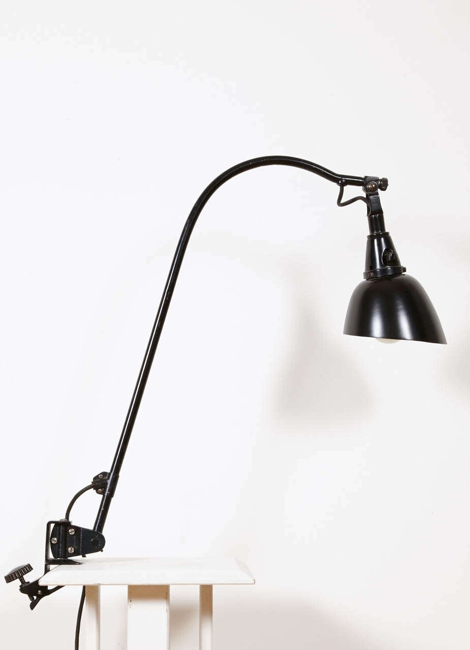 The Midgard task light has been designed by Curt Fischer, circa 1923-1925. It is an iconic lamp as this model has been used by Ise and Walter Gropius (Bauhaus director) in the living room of their Master's house at the Dessau Bauhaus. It was part of