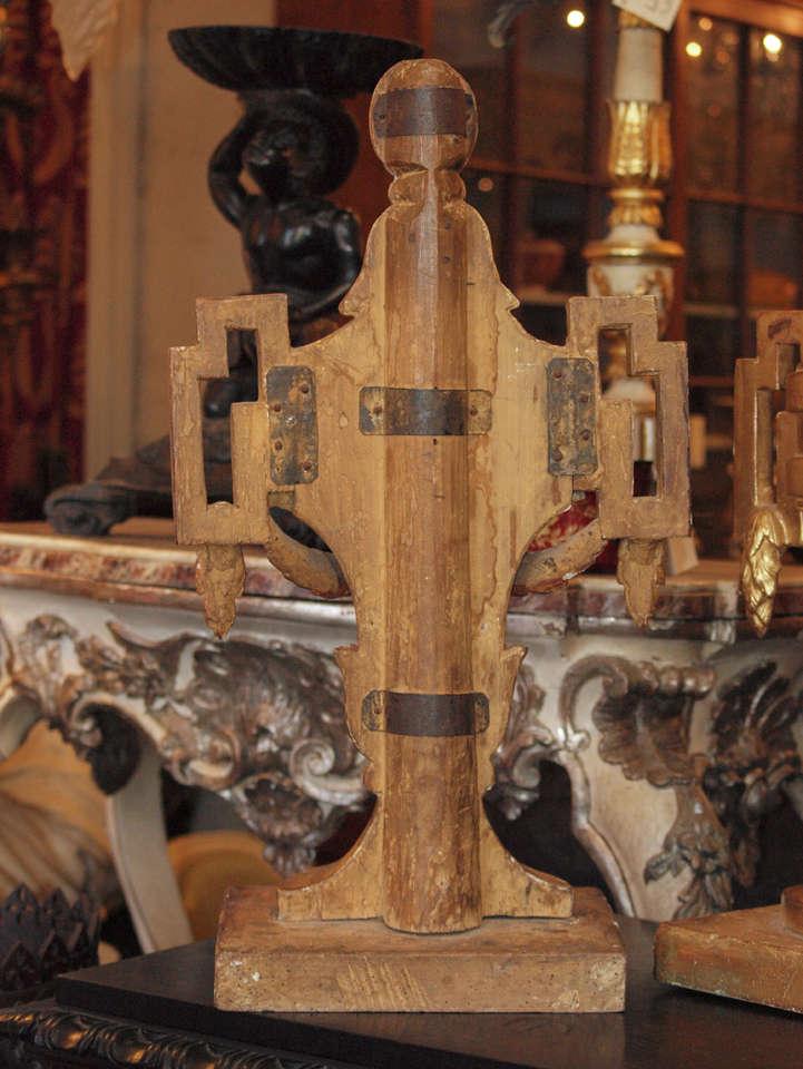 Pair of 18th c. Louis XVI Italian Gilt Wood Urns For Sale 3