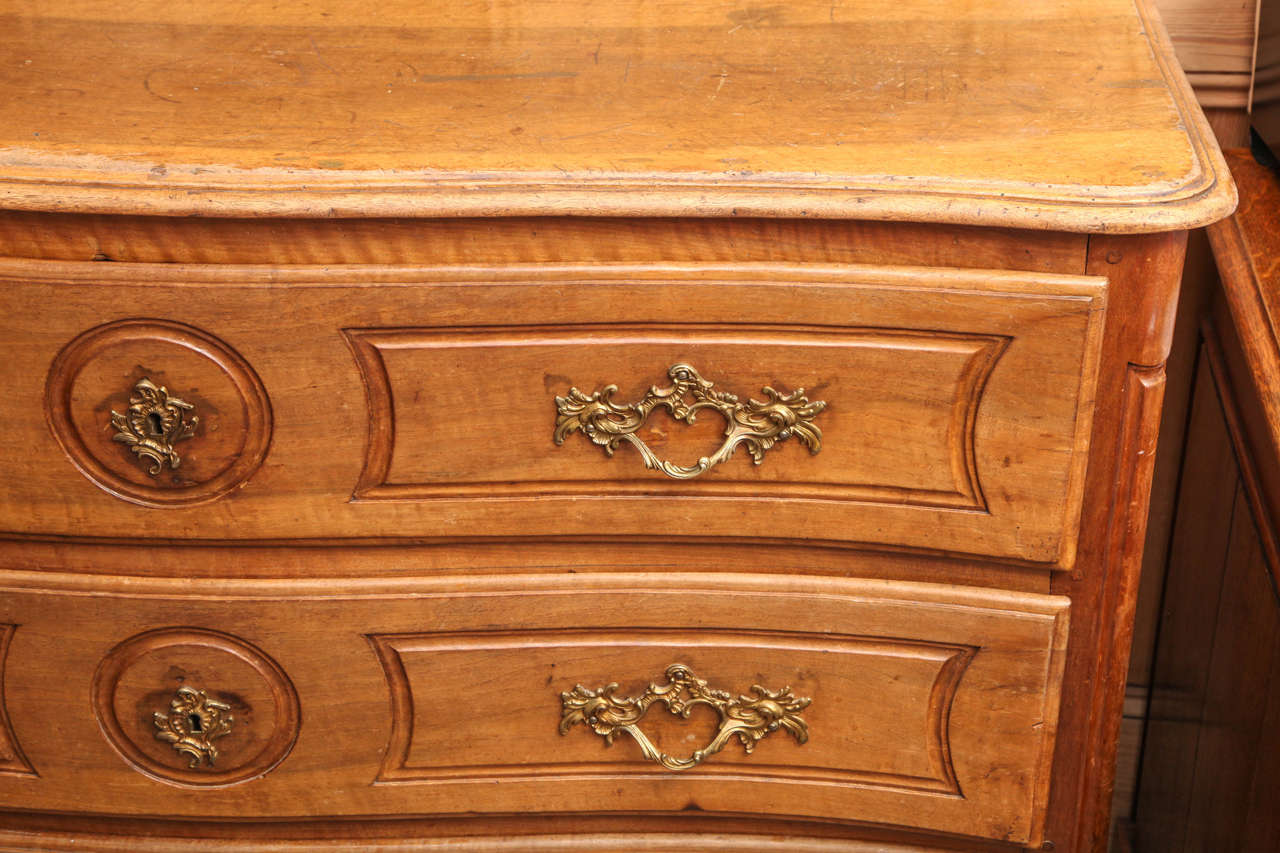French Fruitwood Chest of Drawers In Excellent Condition For Sale In New York, NY