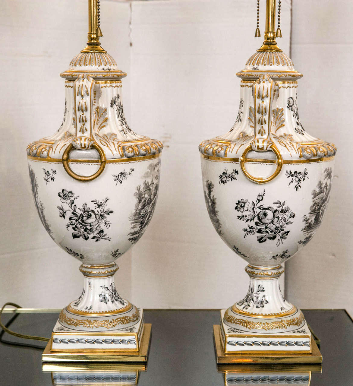 Pair of 19th Century French Porcelain Urns as Table Lamps For Sale 2