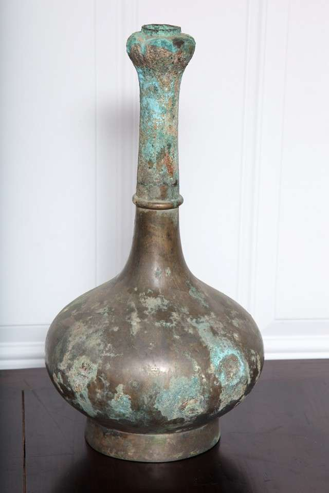 "Ceremonial bronze "" Garlic "" Vase with variegated patina. Han Dynasty, 200 B.C. - 200 A.D. Excavated. We unconditionally certify the authenticity of all our antiquities."