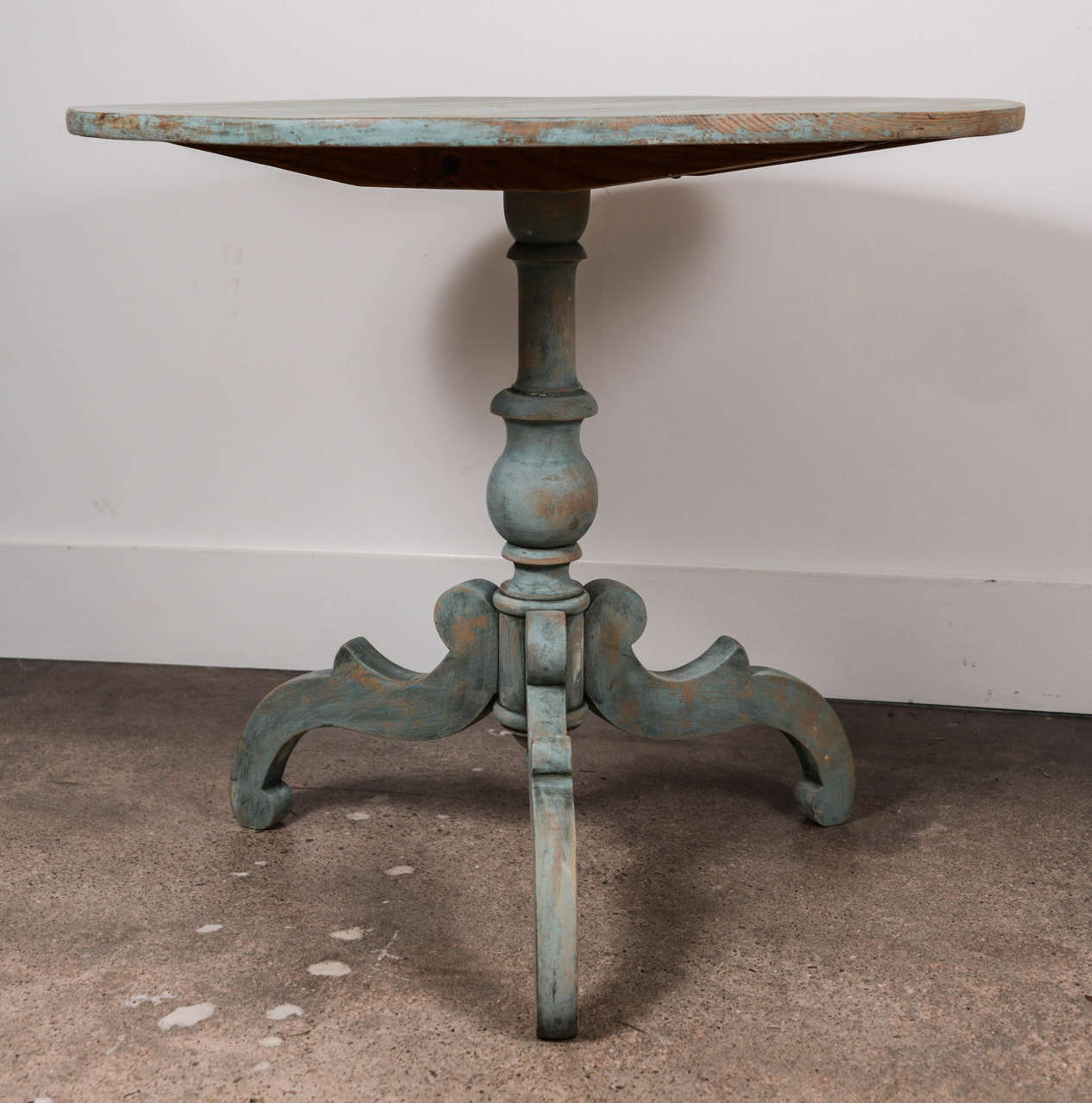 19th Century Blue Painted Swedish Pedestal Table 2