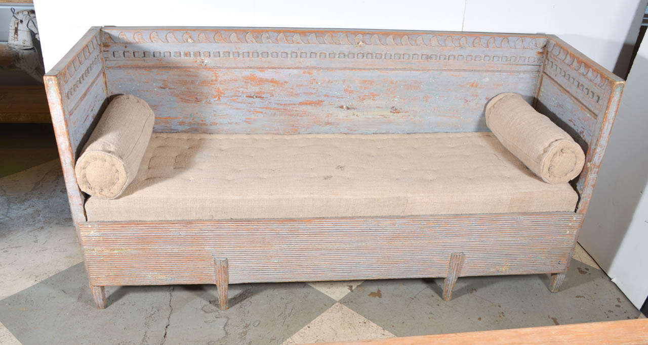 Swedish Gustavian bench scraped to the original paint, circa 1810-1815.