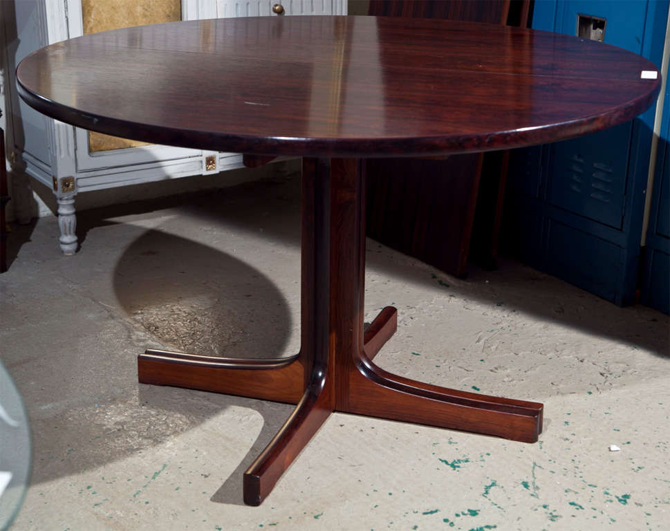 mid century rosewood round dining table by ib kofod larsen at 1stdibs. Black Bedroom Furniture Sets. Home Design Ideas