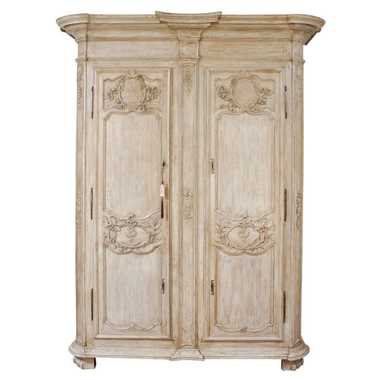 18th century large french armoire for sale at 1stdibs. Black Bedroom Furniture Sets. Home Design Ideas