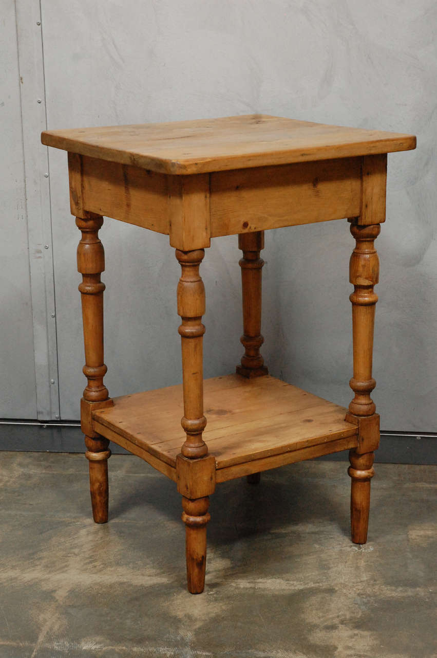 Nightstand Table: Antique Turned Leg Side Table / Nightstand At 1stdibs