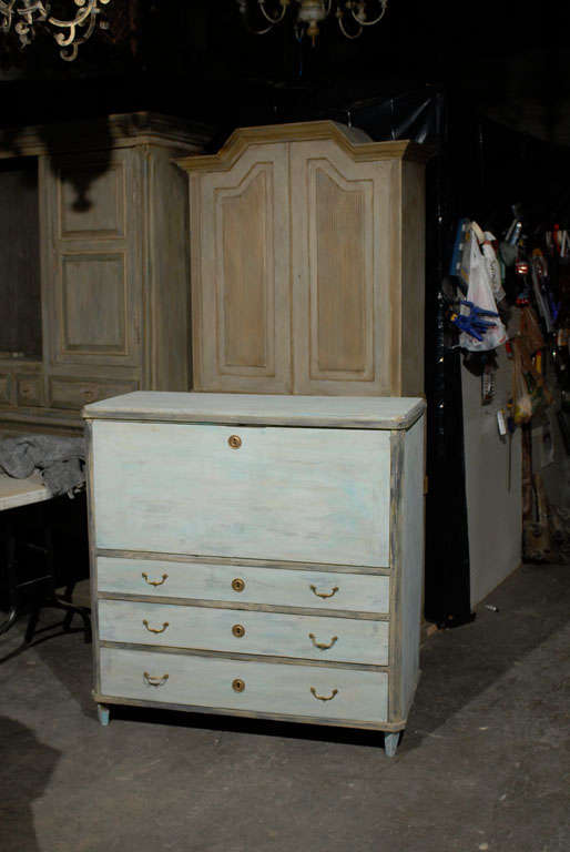 Swedish, 19th Century, Karl Johan Painted Wood Drop Front Desk In Good Condition For Sale In Atlanta, GA