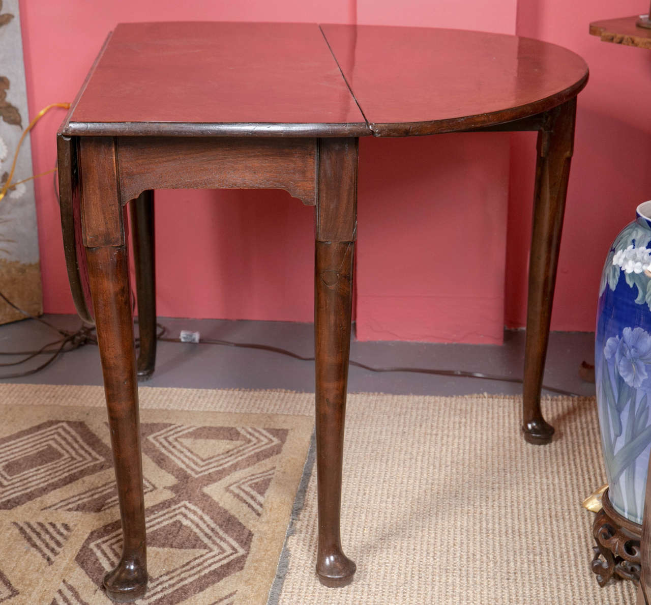 Queen Anne Mahogany DropLeaf Table For Sale at 1stdibs