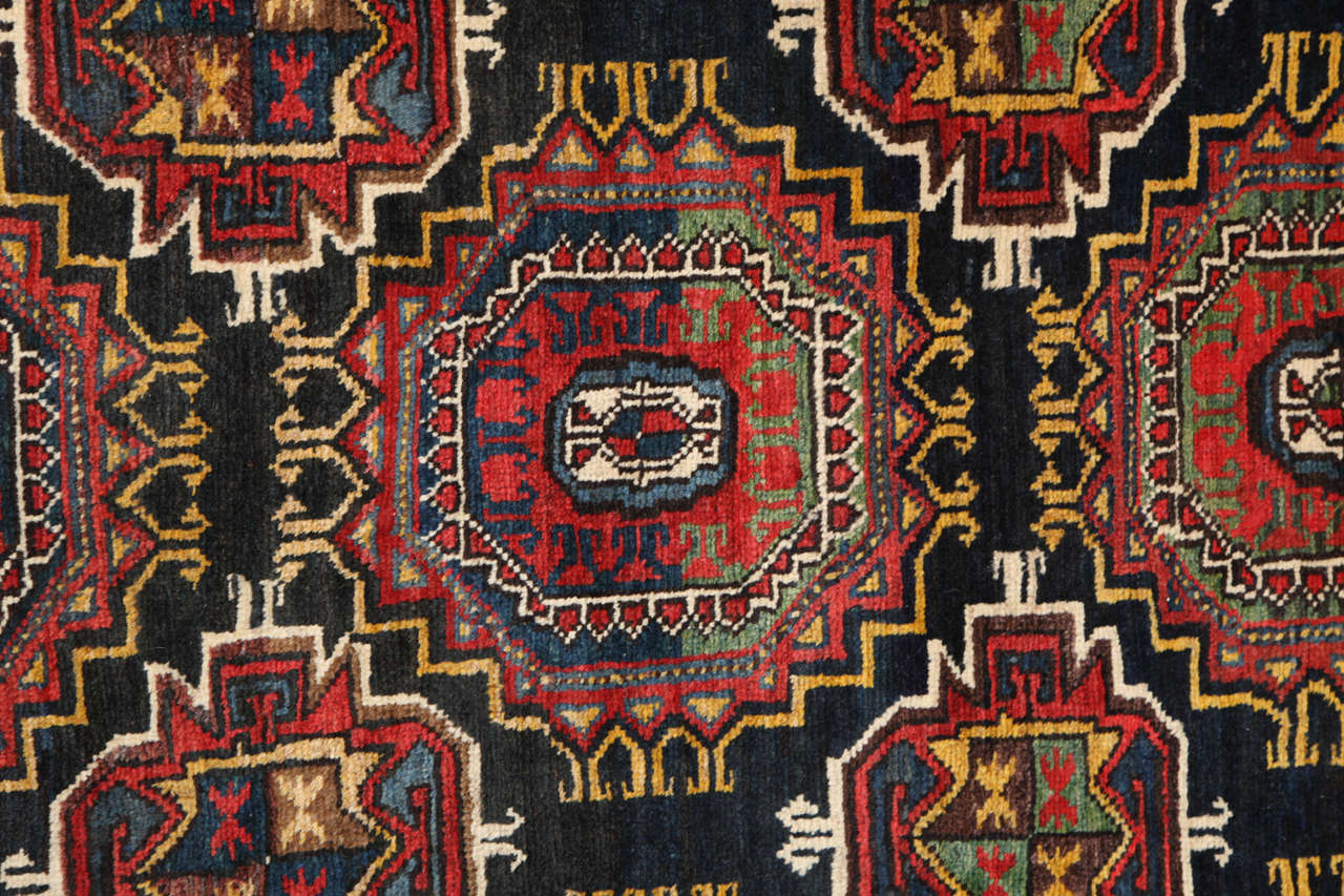 Persian Amal Ziegler Bakhtiari Carpet, circa 1890 In Excellent Condition For Sale In New York, NY