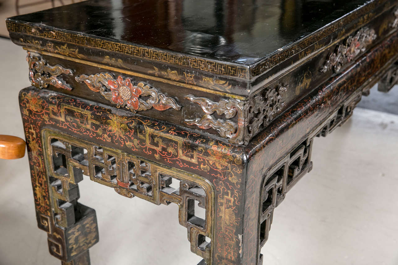 Antique chinese black lacquer console table at 1stdibs for Chinese black lacquer furniture