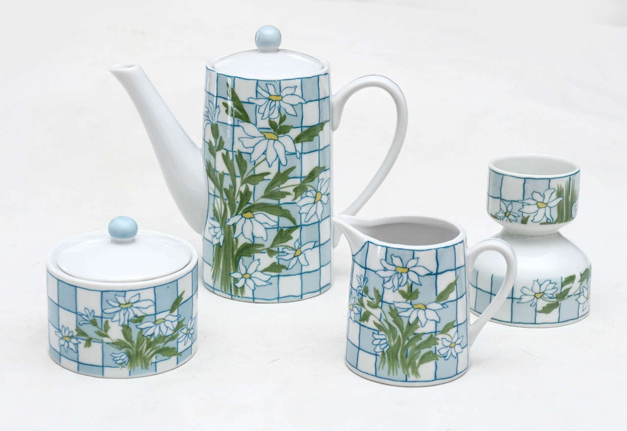 Daisies and Checkerboard Decorated Porcelain Breakfast Set For Sale 3