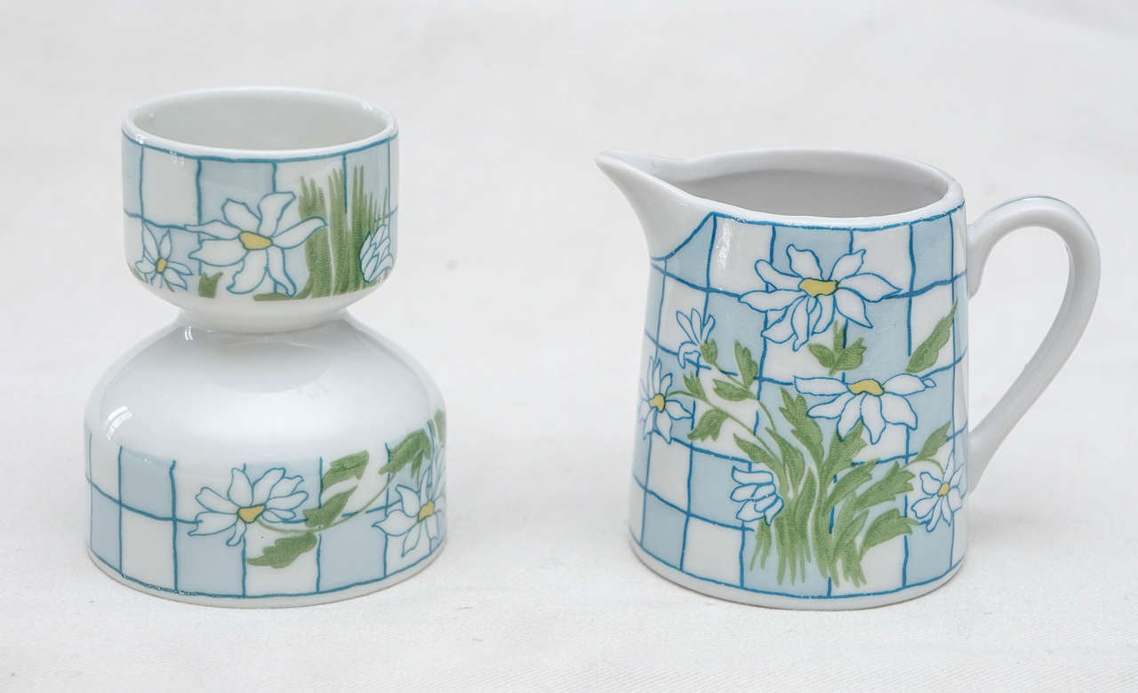 Daisies and Checkerboard Decorated Porcelain Breakfast Set For Sale 5