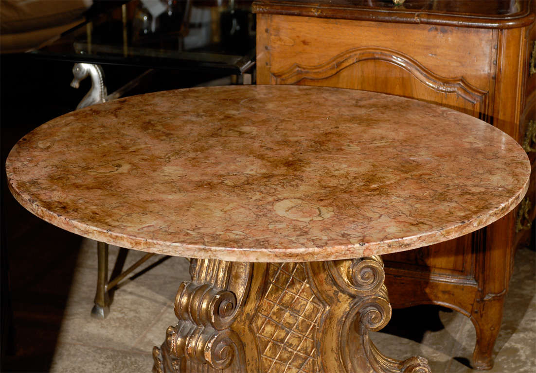 Mid-20th Century Italian Carved Giltwood Pedestal Table with Marble Top For Sale 10