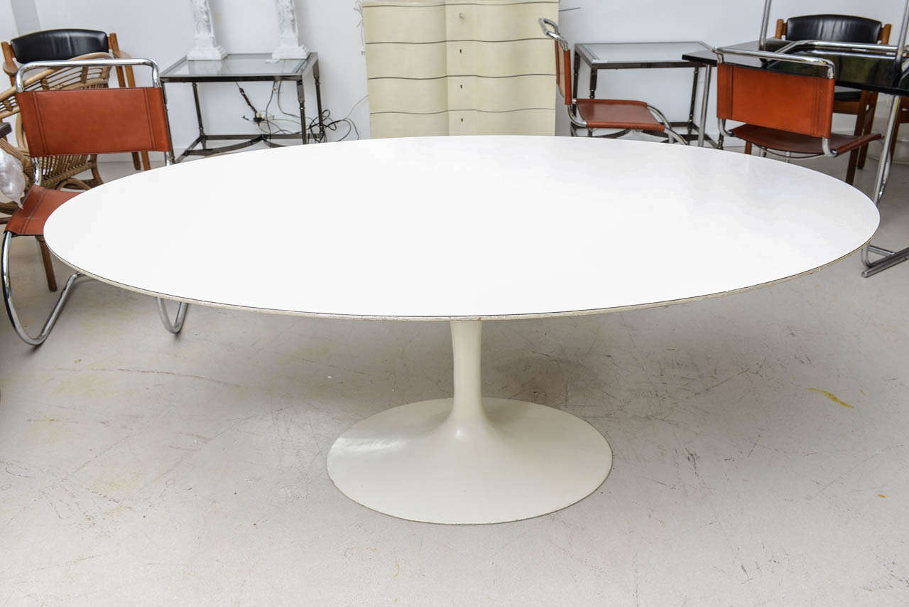 vintage saarinen tulip dining table at 1stdibs. Black Bedroom Furniture Sets. Home Design Ideas