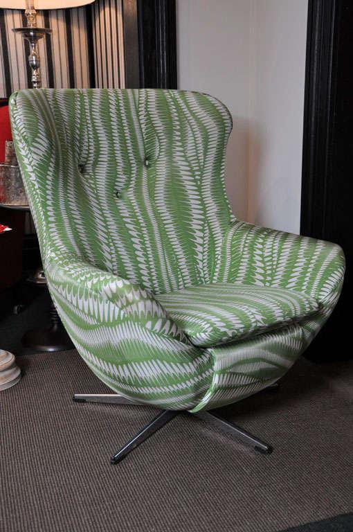 English Vintage U0027Eggu0027 Style Chair Upholstered Chair On Metal Swivel Base ...