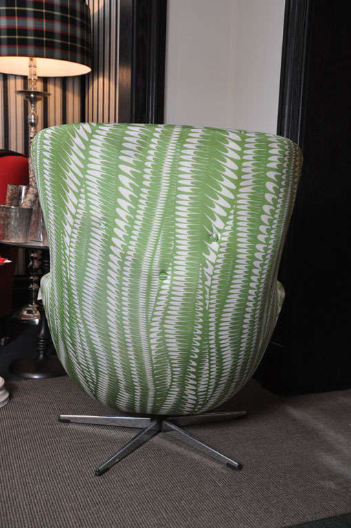 Vintage Egg Style Chair Upholstered Chair On Metal