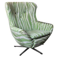 Cool Vintage 'Egg' Chair in Green and White Soft Swirl Fabric