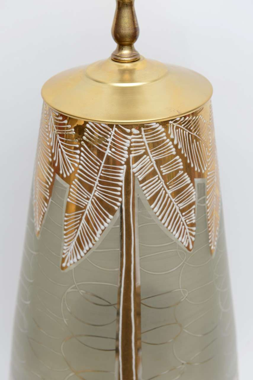 Fun Waylande Gregory Style Gilt Elephants Glass Table Lamp In Excellent Condition For Sale In Miami, FL
