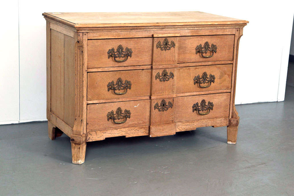19th Century Belgian Hand-Carved Oak Commode In Excellent Condition For Sale In Mt Kisco, NY
