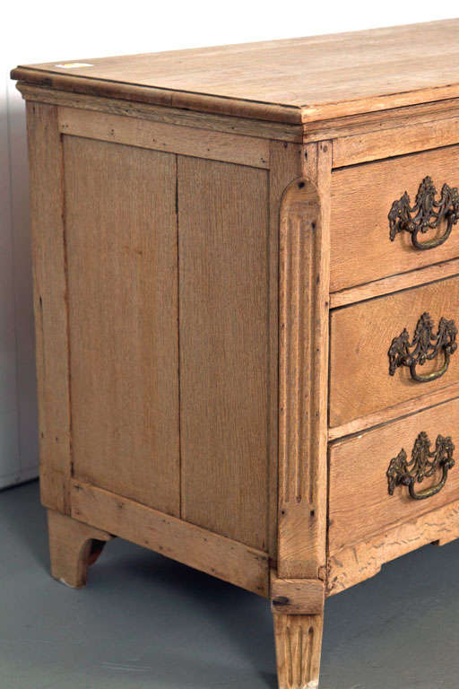 19th Century Belgian Hand-Carved Oak Commode For Sale 1