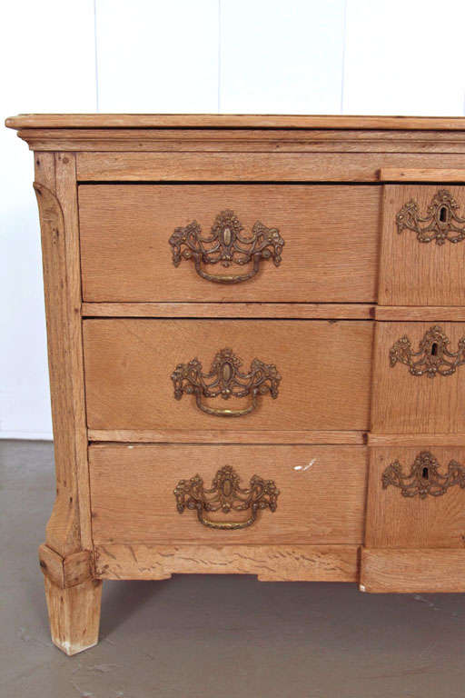 19th Century Belgian Hand-Carved Oak Commode For Sale 4
