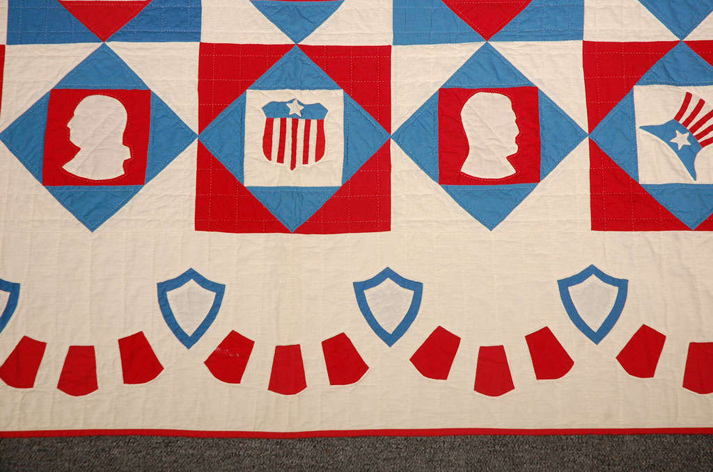 Rare Patriotic Presidential Applique Quilt from 1925 In Excellent Condition For Sale In Los Angeles, CA