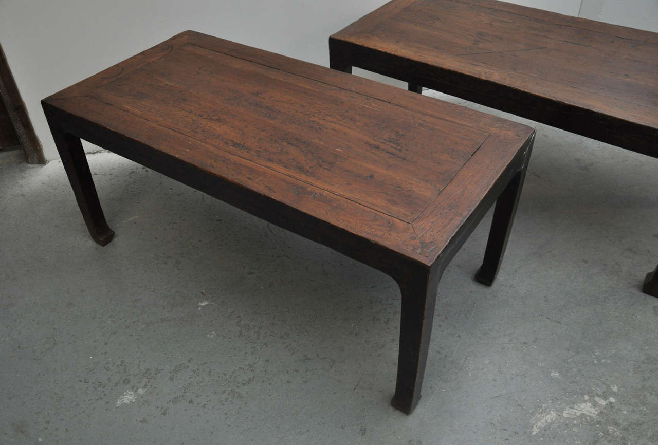 Hand-Carved 19th Century Pair of Chinese Coffee or Side Tables For Sale