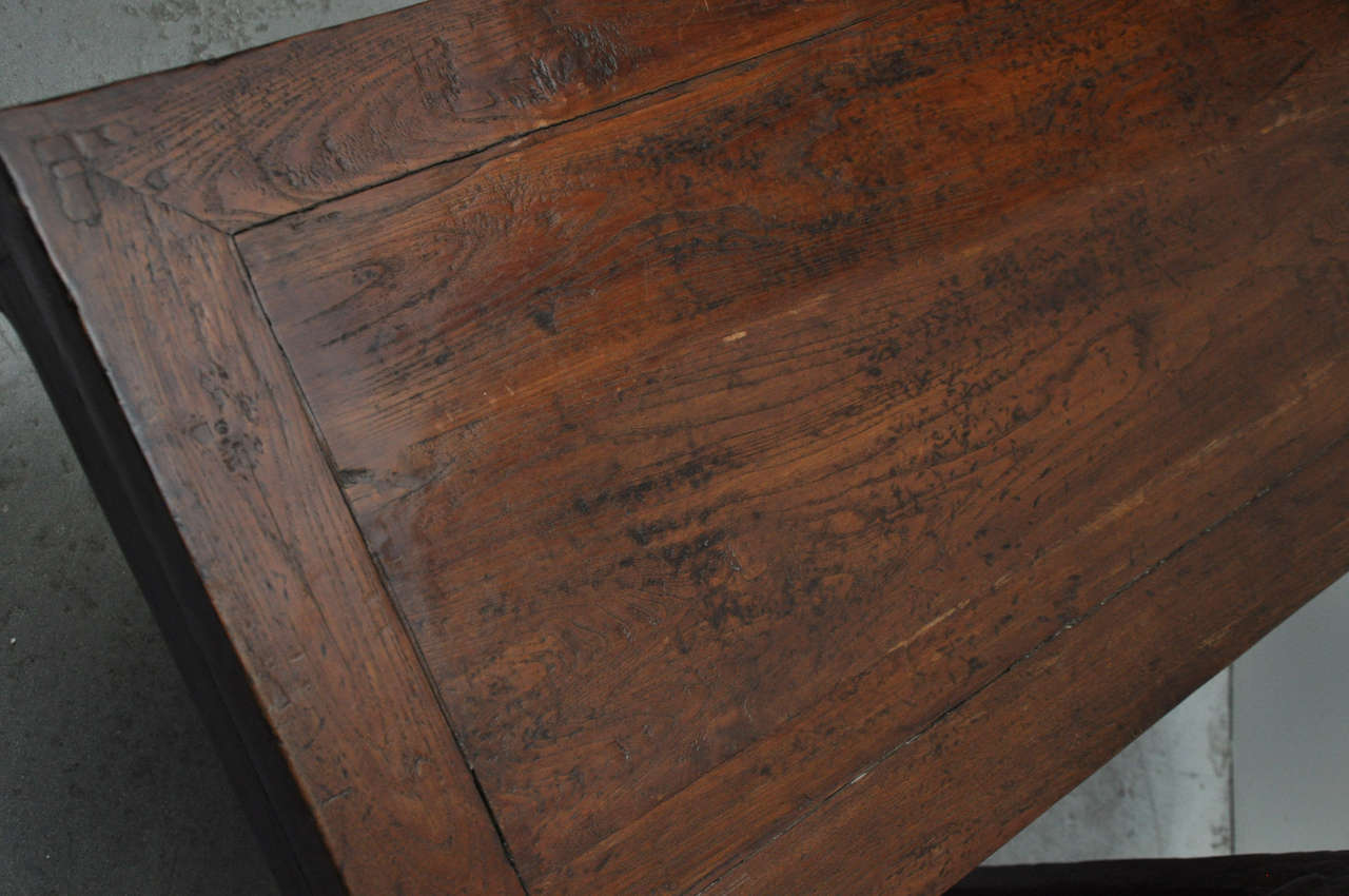 Elm 19th Century Pair of Chinese Coffee or Side Tables For Sale