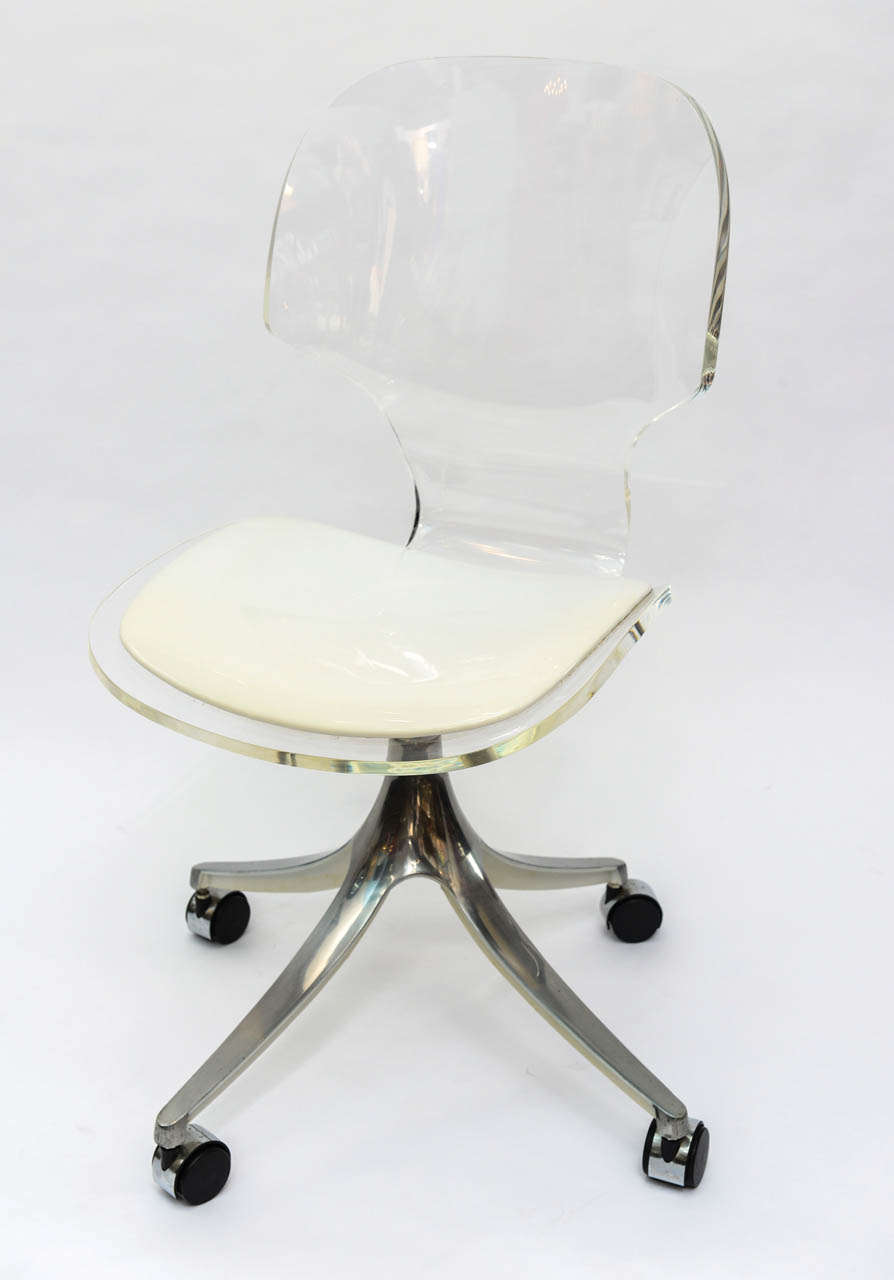 Merveilleux Mid Century Modern Stunning 1960u0027s Lucite Desk Chair On Chrome Swivel Base  For Sale
