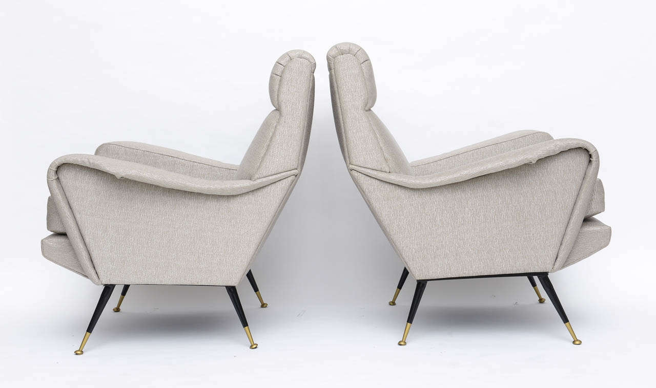 Mid-20th Century Pair of Italian Brass Enameled and Upholstered Armchairs, Style Carlo de Carli For Sale