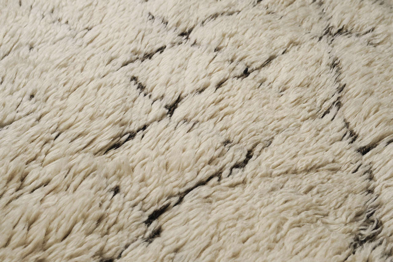 vintage beni ouarain berber carpet at 1stdibs. Black Bedroom Furniture Sets. Home Design Ideas